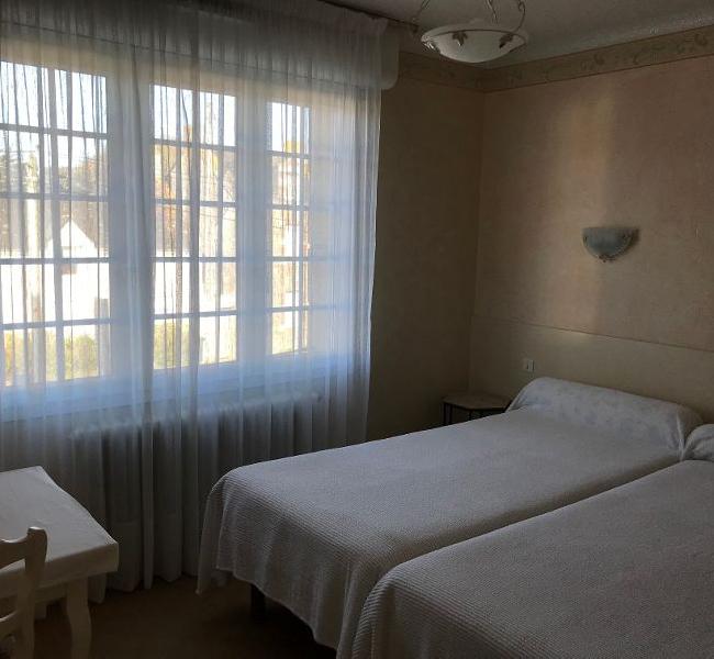 Chambre Double N°1 avec 2 lits une personne Côté rue